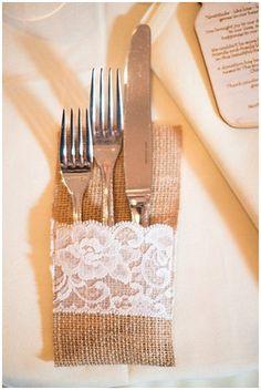 hessian-pouches-for-cuttlery-burlap-wedding-ideas.jpg 600×895 píxeles