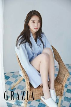 """Gong Seung Yeon who is currently acting side-by-side with Yeo Jin Goo in the tvN drama """"Circle"""" (blue worms anyone?) spent some time with June Grazia, check it out! Gong Seung Yeon, Lee Jong Hyun, Korean Actresses, Korean Actors, Korean Women, Korean Girl, Drama Korea, Korean Drama, Dramas"""