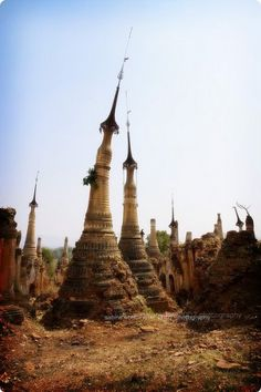 Shwe Inn Thein Stupa, Inle Lake, Mandalay, Myanmar / Burma #LagoInle #Birmania