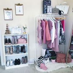 Girl Room Decor Ideas - How can I decorate my bedroom with paper? Girl Room Decor Ideas - How can I decorate my girl's bedroom on a budget? Vanity Room, Aesthetic Room Decor, Fashion Corner, Glam Room, Beauty Room, Home Decor Bedroom, My Room, Room Inspiration, Decoration