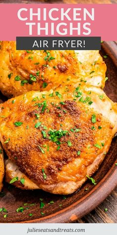 Air Fryer Chicken Thighs are crispy, juicy and delicious! They are an easy weeknight meal that the entire family will love. The seasonings on these chicken thighs give them so much flavor! #chicken #thighs Low Carb Dinner Recipes, Side Dish Recipes, Healthy Recipes, Pizza Recipes, Yummy Recipes, Veggie Side Dishes, Food Dishes, Main Dishes, Air Fryer Chicken Thighs