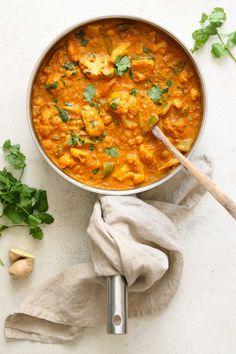 cauliflower and chickpea curry - pan - My Website Cauliflower And Chickpea Curry, Best Cauliflower Recipe, Baked Cauliflower Bites, Vegan Recipes Easy, Indian Food Recipes, Whole Food Recipes, Vegetarian Recipes, Cooking Recipes, Vegetarian Curry