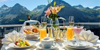 Tschuggen Grand Hotel is a luxury boutique hotel in Arosa, Switzerland. Book Tschuggen Grand Hotel on Splendia and benefit from exclusive special offers ! Breakfast Around The World, Breakfast In Bed, Perfect Breakfast, Junk Food, Art Cafe, Leading Hotels, Big Mac, Grand Hotel, Snack