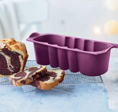 Use the Tupperware Silicone Form King's Cake for brioche, bread, desserts and pâté making. The shape of this form is similar to a traditional 'loaf tin' and is just the right shape for baking lemon drizzle cakes. Silicone cake tins cook food evenly, and they don't require greasing before use with oil or butter. These forms are long lasting and won't rust or misshapen like metal cake tins.. Two sizes available - the larger purple size measures 29.5cm X 11.5cm X 7.5 cm. The mini cake form…