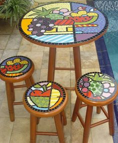 mesas con mosaicos - Buscar con Google Mosaic Wall Art, Tile Art, Mosaic Glass, Stained Glass Patterns, Mosaic Patterns, Stained Glass Designs, Mosaic Furniture, Hand Painted Furniture, Mosaic Crafts