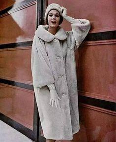 Christian Dior, Castor beige lustré caravane, L'officiel No 439-440, Octobre 1958