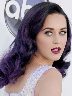 Woah! We just cant get enough of Katy Perrys violet locks. -I want my sister to have this exact color