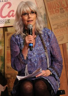 Emmylou Harris' Bohemian Look Has Never Gone Out Of Style (PHOTOS) / 2009