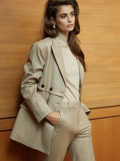 Fashion Editorial: Taylor Hill by Hanna Tveite for Porter Magazine September 2018 Taylor Marie Hill, Taylor Hill Style, The Brunette, Brunette Beauty, Suit Fashion, Womens Fashion, Fashion Shoot, Style Fashion, Mode Editorials