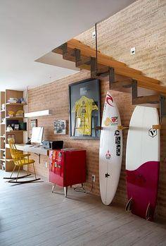 Todo surfista tem um carinho especial pela sua prancha e por isso é preciso que ele tome alguns cuidados com seu equipamento de surf. Não adianta comprar a mel