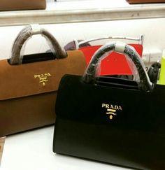 Garanta já a sua! 👜👛 Compre via Direct ou pelo site.  Encontre mais modelos em nosso site: www.bolsasimportadasdegrifes.com.br Parcele em até 5x sem juros no cartão, ou à vista com 10% de desconto.  Para mais informações entre em contato via whatsapp: (11)98981-5748  #bolsasdeluxo #bolsas #famosas #luxo #bags #moda #grifes #bolsasdegrifes #rica #mulheres #glamour #YVESSAINTLAURENT #LOUISVUITTON #GUCCI #CHANEL #MICHAELKORS #PRADA
