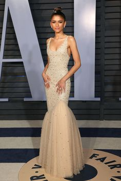 These are the best red carpet looks of 2018 - without a doubtThese are the best red carpet looks of 2018 - hands down - designerzcentralZenSlaya: 10 times Zendaya Set the red carpet on fireAt the Vanity Fair Oscar Party Zendaya Dress, Zendaya Outfits, Zendaya Fashion, Mode Zendaya, Zendaya Style, Zendaya Body, Zendaya Coleman, Tulle Prom Dress, Mermaid Prom Dresses