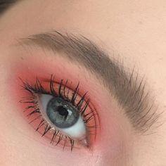 "370 Likes, 7 Comments - Marie (@everydaydeath) on Instagram: ""Оранжевый - хит сезона, и моего кейса . . . #makeup #makeupartist #mua #muah #makeupbyme #beauty…"""