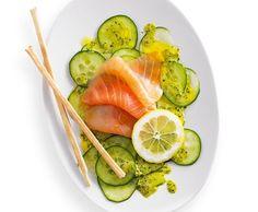 Carpaccio di cetrioli e salmone con salsa al miele e alla senape