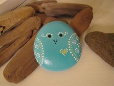 Sweet birdy heart hand painted rock by Hamadrys on Etsy Pebble Painting, Dot Painting, Pebble Art, Stone Painting, Painting Patterns, Stone Crafts, Rock Crafts, Arts And Crafts, Diy Crafts