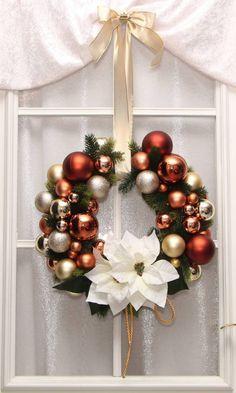 t rdeko t rschmuck f r weihnachten in silber wei mit weihnachtssternen und rattanherz t rkranz. Black Bedroom Furniture Sets. Home Design Ideas