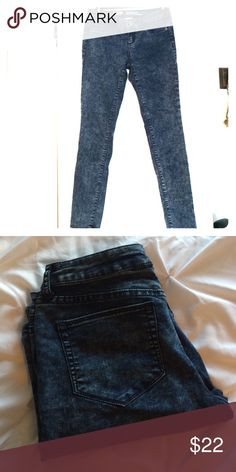 Acid Wash Stretch Jeans Chic distressed jeggings that are perfect an edgy look. Feels like denim vs spandex. 66% cotton, 32% polyester, 2% spandex. In excellent condition! Mossimo Supply Co. Other
