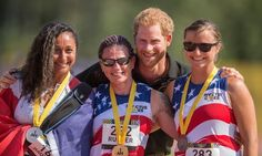 Harry presented medals to the 100 meter medalists (L-R) silver medalist Sabrina Daulaus (France,) gold medalist Sarah Rudder (USA) and bronze medalist Christy Wise (USA). Cool Pictures, Cool Photos, The Good Son, Toronto Photos, Invictus Games, Fun Shots, Prince Harry, Good Things, Athletes