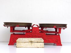 Hey, I found this really awesome Etsy listing at https://www.etsy.com/listing/227653099/antique-cast-iron-kitchen-scale-with