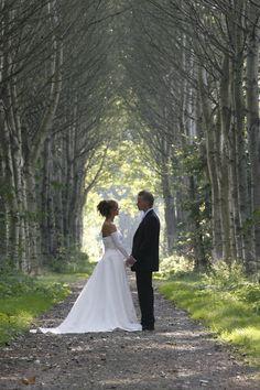 trouwfoto natuur - Google zoeken Wedding Pictures, Wedding Dresses, Google, Bride Dresses, Bridal Gowns, Alon Livne Wedding Dresses, Wedding Gowns, Wedding Ceremony Pictures, Wedding Dress