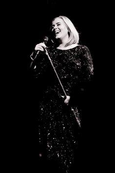 Adele Live, Adele 25, Lady Gaga, Adele Wallpaper, Adele Concert, Adele Photos, Adele Adkins, Most Beautiful, Beautiful Women