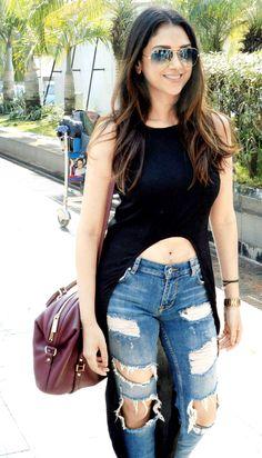 Best Looks of our Favorite Celebrities - Lookvine Bollywood Girls, Bollywood Celebrities, Bollywood Fashion, Bollywood Actress, Girl Fashion, Fashion Looks, Fashion Outfits, Womens Fashion, Bridal Fashion