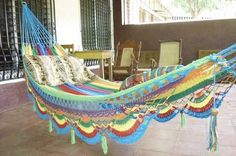 Inspiration, also link to one free pattern, and an ehow article on making a crochet hammock. Crochet hammocks look so cool. I think it would be awesome to crochet one of these. Crochet Hammock, Diy Hammock, Hammock Swing, Hammocks, Hammock Ideas, Crochet Home, Crochet Crafts, Crochet Projects, Diy Crafts
