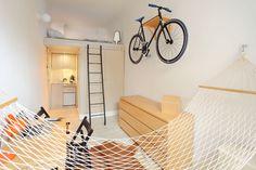 【頭上と空中の活用】おもしろさのある8畳弱の狭小ワンルーム   住宅デザイン
