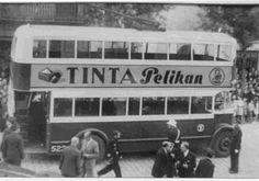 1941. Inauguració del troleibus a St. Andreu amb propaganda de Tinta Pelikan.