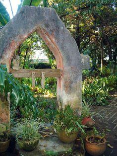 Chiapas, San Cristobal de las Casas, Museum-Hotel Casa Na Bolom, Gardens - Photo by German Murillo-Echavarria 1006.jpg (800×1067)