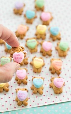 How cute are these guys? Attach a conversation heart to the belly of a teddy graham cookie for a sweet snack your kids will love. They will be the star of their Valentine's Day class party!