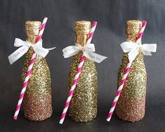 Pin for Later: 48 Beautiful DIY Bridesmaid Gifts That Are Chic and Cheap Glitter Champagne Bottles Your friends will love these sparkling Champagne bottles. Gold Diy, Glitter Champagne Bottles, Champagne Gifts, Wedding Favors, Diy Wedding, Wedding Ideas, Quince Themes, New Years Wedding, Quinceanera Centerpieces