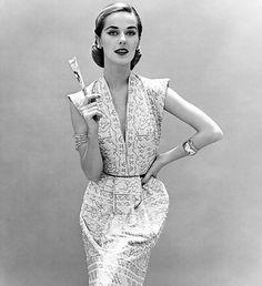 The dress is designed by Carolyn Schnurer (1908–1998), 1951