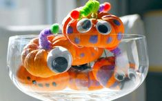 Easy Halloween Craft Idea for Kids: Mini Pumpkin Monsters School Holiday Party, Halloween Class Party, Fete Halloween, Holidays Halloween, Holiday Parties, Halloween Ideas, Halloween Craft Activities, Halloween Arts And Crafts, Craft Activities For Kids