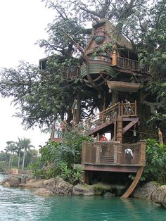 From simple tree house plans for kids to the big ones for adult that you can live in. If you're looking for tree house design ideas. Find and save ideas about Tree house designs. Beautiful Tree Houses, Cool Tree Houses, Beautiful Homes, Beautiful Places, Beautiful Beautiful, House Beautiful, Swiss Family Robinson Treehouse, Tree House Designs, In The Tree