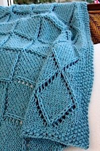 Ravelry: Raised Diamond Points Scarf, Shawl or Blanket pattern by Laura Cunitz Knitting Stitches, Knitting Yarn, Baby Knitting, Knitting Patterns, Knitted Afghans, Knitted Blankets, Christmas Knitting, Yarn Needle, Knitting