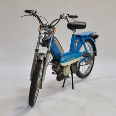 FRANCE 1978 A 1978 Peugeot 103 peddle moped. The moped is in excellent like new condition having never been ridden over five miles. The bike is a one owner example fresh from a Rhode Island estate. The bike could be running with very minimal work. Peugeot France, Moto Scooter, Motorised Bike, Vintage Cycles, Go Kart, Electric Cars, Cool Gadgets, Celebrity Weddings, Baby Shower Decorations