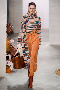 Ulla Johnson Fall 2019 Fashion Show . Designer ready-to-wear looks from Fall 2019 runway shows from New York Fashion Week 2020 Fashion Trends, Fashion 2020, New York Fashion, Runway Fashion, Fashion Ideas, Knitwear Fashion, Crochet Fashion, Winter Fashion Outfits, Autumn Winter Fashion
