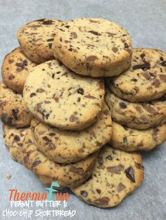 ThermoFun Club Member Recipe Week 2015 – Peanut Butter and Choc Chip Shortbread- Join Today! and have access to these past recipes. Curried Lentil Soup, Lentil Curry, No Bake Desserts, Dessert Recipes, Decadent Food, Those Recipe, Something Sweet, Egg Free, Shortbread