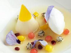 Fruchtsuppe mit Quarkcreme ist ein Rezept mit frischen Zutaten aus der Kategorie Obstsalat. Probieren Sie dieses und weitere Rezepte von EAT SMARTER!