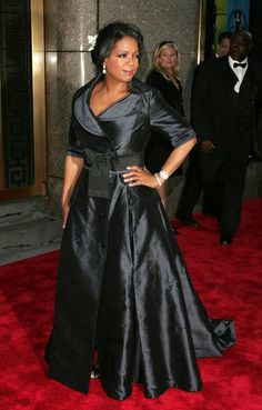 Oprah Winfrey Photos - Television personality Oprah Winfrey attends the Annual Tony Awards at Radio City Music Hall June 2006 in New York City, New York. - Annual Tony Awards At Radio City Music Hall - Arrivals Oprah Winfrey Show, African Wear, Hollywood Glamour, Formal Gowns, Plus Size Outfits, Evening Dresses, Celebrity Style, Girl Fashion, Celebs