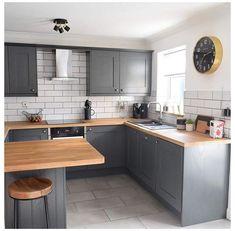 Kitchen Island Decor, Kitchen Room Design, Modern Kitchen Design, Home Decor Kitchen, Home Kitchens, Very Small Kitchen Design, Kitchen Peninsula, Apartment Kitchen, Small Kitchen Renovations