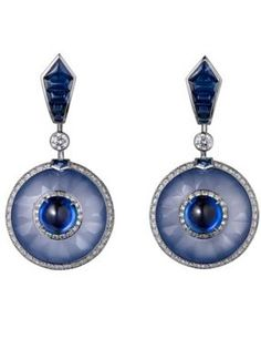 Cartier Royal Collection: platinum, cabochon-cut sapphires (2.29 carats and 2.31 carats) from Ceylon, carved chalcedony, sapphires, brilliant-cut diamonds.