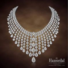 Just another sparkling Monday with #hazoorilalbysandeepnarang #jewelry #necklace #hazoorilal #itcmaurya #dlfemporio #diamonds