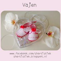 Shartistiek: Geboorteschoentjes voor Vajèn. Paper babyshoes