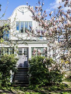 Home Exterior Victorian Architecture Ideas For 2019 Modern Interior, Interior And Exterior, Corner Garden, Modern Victorian, Swedish House, Victorian Architecture, House Goals, Little Houses, Bars For Home