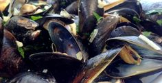 Summer And The Living Is Easy—Mussels Mariniere With Grilled Sourdough/ Tonjastable.com