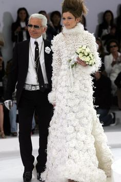haute couture dress couture couture dresses couture kleider couture rose couture rules A look back at Karl Lagerfeld's most iconic Chanel haute couture brides - Vogue Australia Elie Saab, Karl Lagerfeld, Chanel Wedding Dress, Wedding Dresses, Ysl, Famous Supermodels, Versace, Mode Chanel, Dior