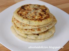 I'm sure you all know what pita bread is. But did you ever try to fill it with feta cheese? :) Feta cheese stuffed pita bread is a very tasty type of bread. It's very easy to make and you can serve… Romanian Bread Recipe, Romanian Food, My Recipes, Bread Recipes, Cooking Recipes, Cheesecake Pan, Pita Bread, I Foods, Food Videos