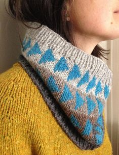 Ravelry: Flying Geese Cowl pattern by Mary Jane Mucklestone Knit Cowl, Knitted Shawls, Knit Crochet, Knitting Projects, Crochet Projects, Knitting Patterns, Crochet Patterns, Flying Geese, Fair Isle Knitting